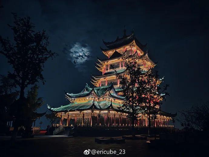 他用手机拍下烟火气十足的北京黑夜,苹果总裁也来点赞